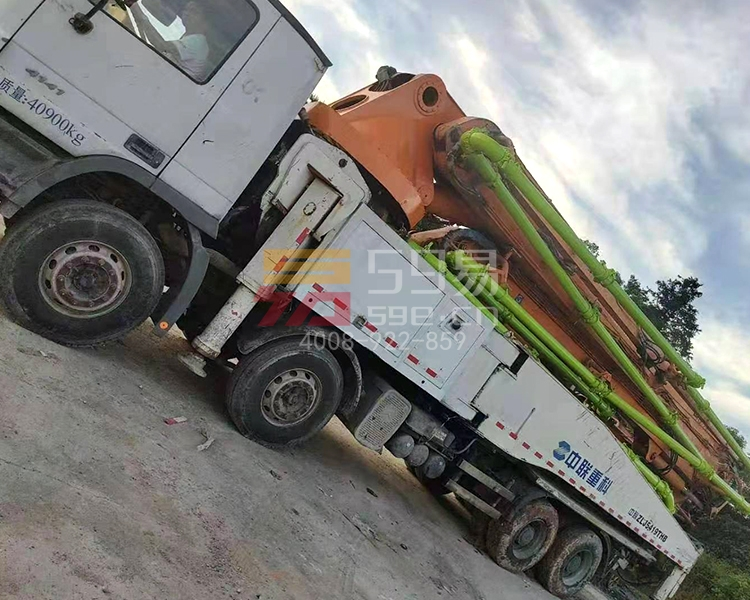 2014年12月中联奔驰52米泵车