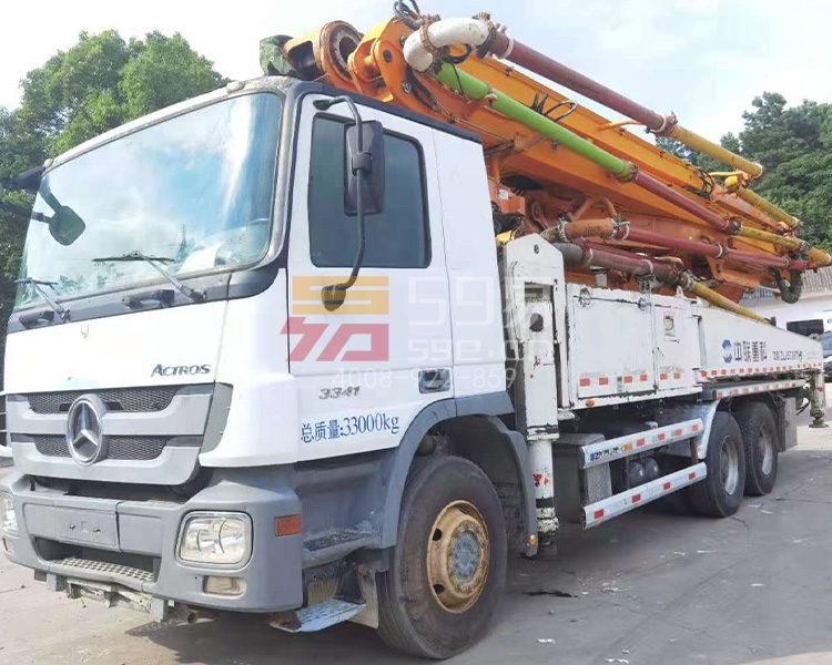 2013年12月中联奔驰49米泵车
