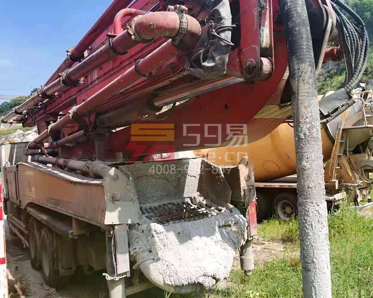 2013年三一奔驰49米泵车