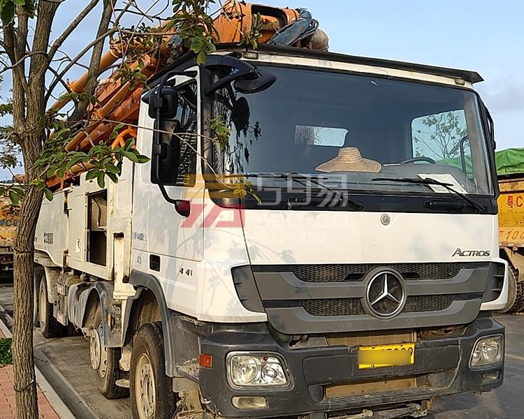 2013年4月中联奔驰56米泵车